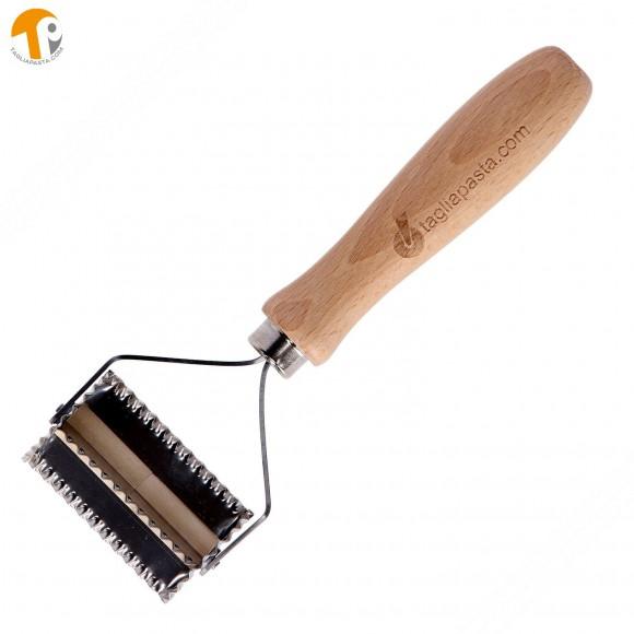 Taglia pasta con lame dentate in acciaio per fare le farfalle