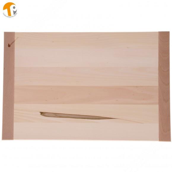 Asse da pasta in legno massello di tiglio. Dimensioni: 80x60x2 cm