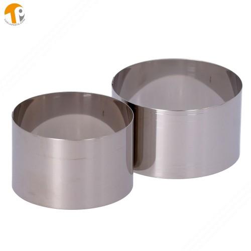 2 coppapasta circolari in acciaio INOX. Diametri 80 e 90 mm. Altezza 50 mm.