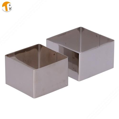 2 coppapasta quadrati senza manico in acciaio INOX. Lato 74 e 82 mm. Altezza 50 mm