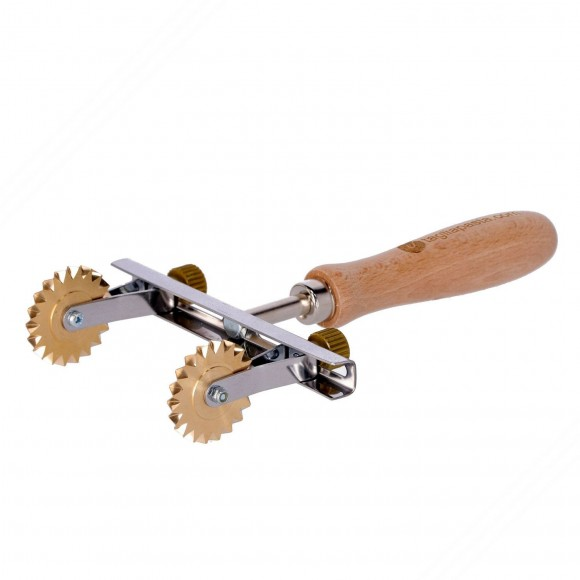 Adjustable pasta cutter with 2 brass toothed blades